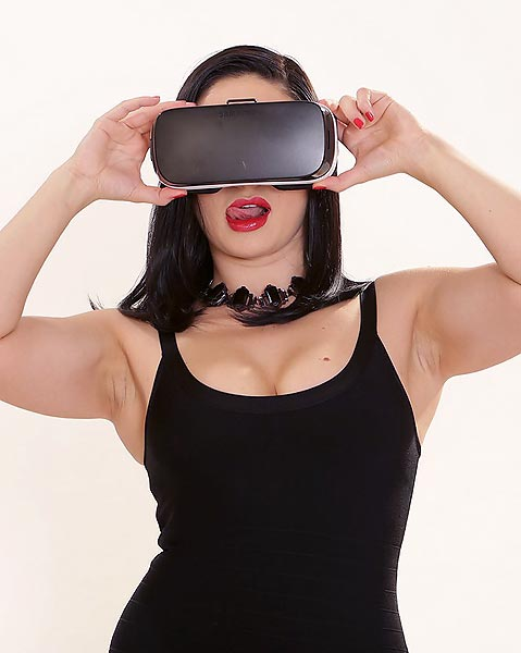 Lea Lexis gets her pussy stuffed in virtual reality with girlfriend